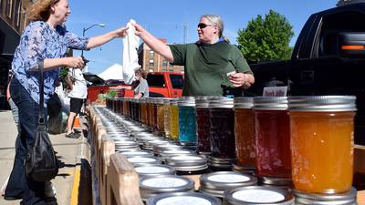 Farmers market reports record numbers, utility wraps beautify downtown